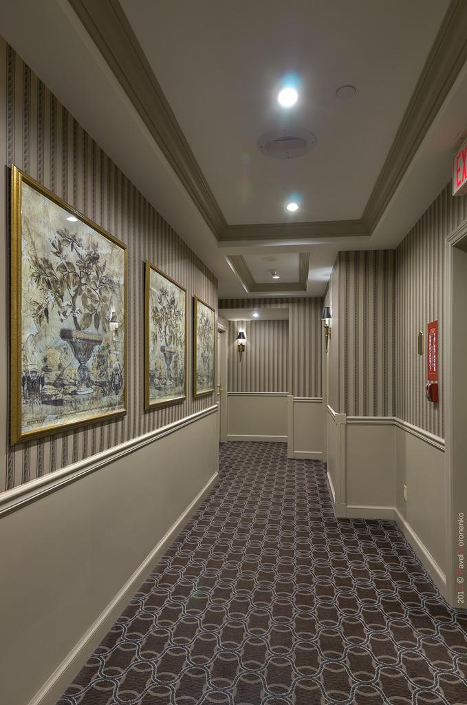 Park Hyatt Toronto: Corridor
